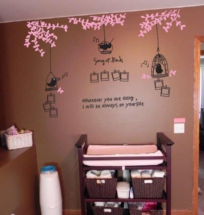 Ecco come abbellire le pareti di casa con gli sticker la - Scritte sulle pareti di casa ...