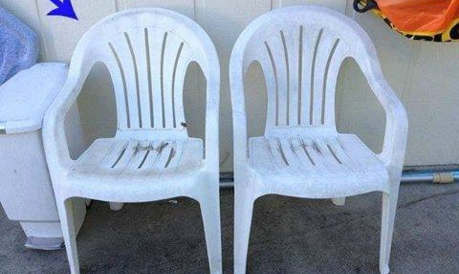 Ecco come riciclare e rinnovare vecchie sedie di plastica - Sedie di plastica da giardino ...