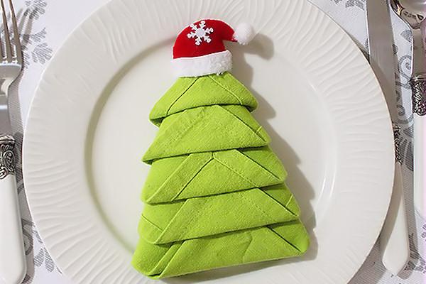 Piegare i tovaglioli albero di natale decorazioni - Decorazioni natalizie con tovaglioli di carta ...